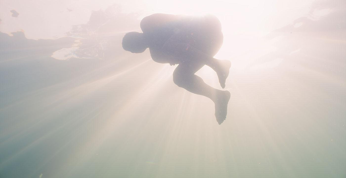 Silvia dans les vagues (Silvia in the Waves) - Transforming Cinema